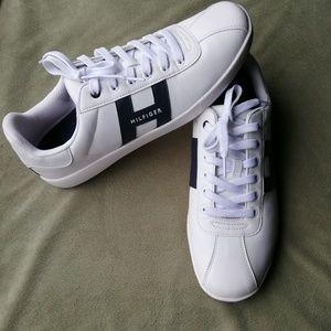 TOMMY HILFIGER 12 men's white shoes